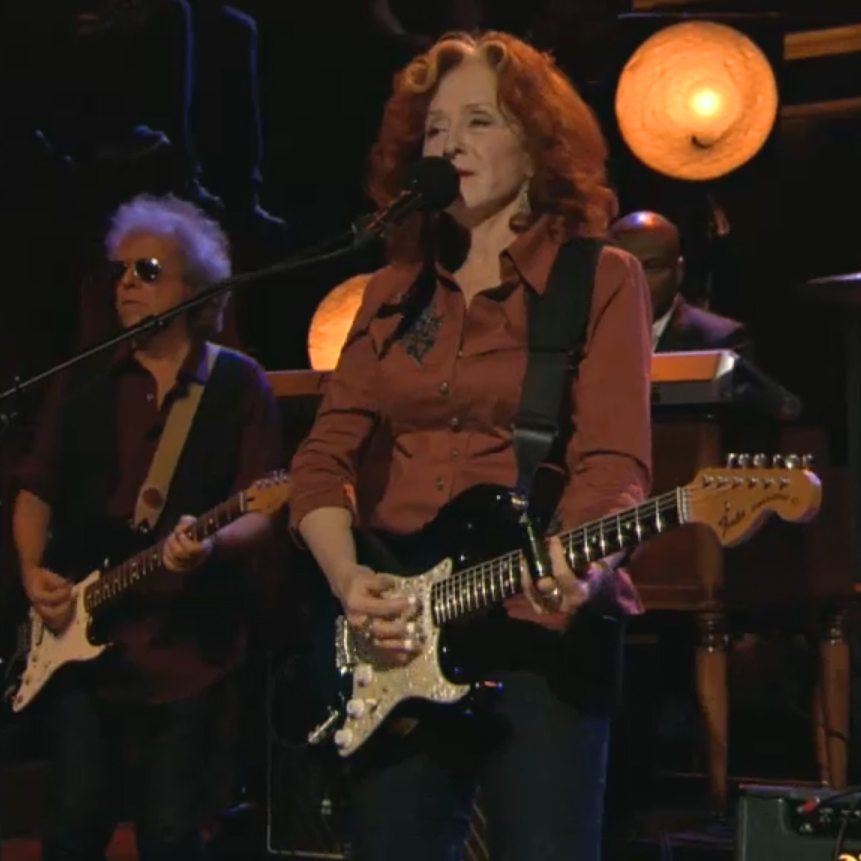 Bonnie Raitt – Love Sneakin' Up On You [Live on Jimmy Fallon]